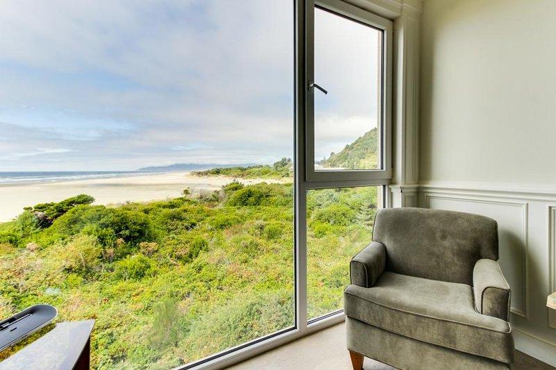 Elegant, oceanfront condo with extraordinary views - dogs welcome! - Image 1 - Rockaway Beach - rentals