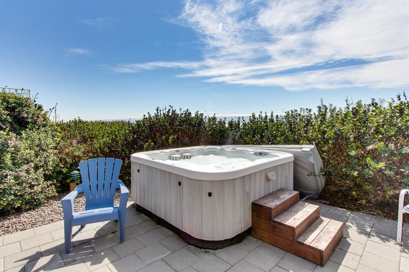 Spacious oceanfront, single-level home with private hot tub. Dogs okay! - Image 1 - South Beach - rentals