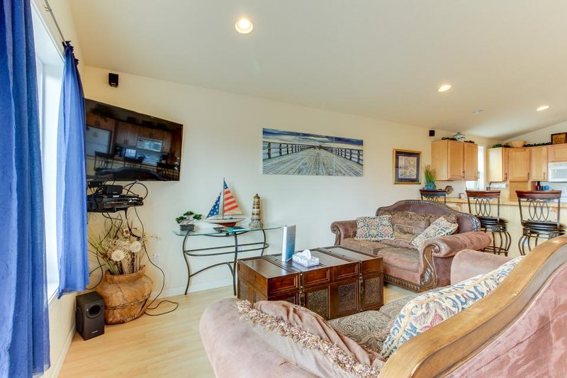 Dog-friendly with ocean views & bright interior! Just across street from beach! - Image 1 - Rockaway Beach - rentals