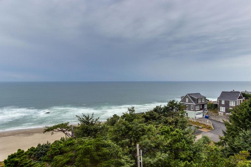 Dog-friendly studio condo with ocean views, close to everything! - Image 1 - Lincoln City - rentals