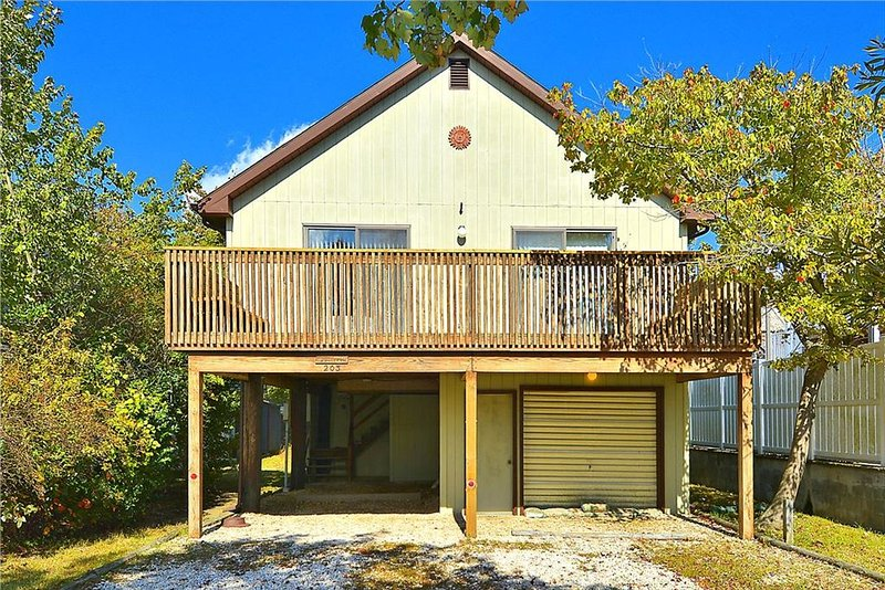 Nice 3-bedroom, 2-bath home overlooking the loop canal - Image 1 - Bethany Beach - rentals