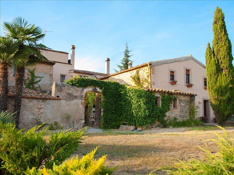 Masia Vera for 20 guests surrounded by Spanish vineyards and mountain views - Image 1 - Can Cartro - rentals