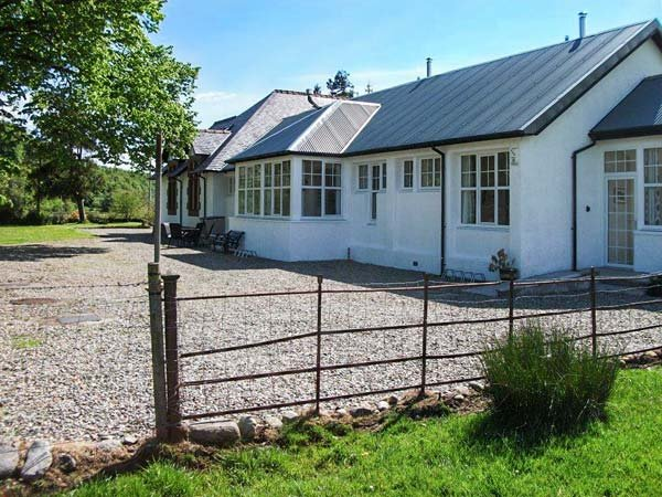 CRANN TEILE (LIME TREE), mid-terrace, all ground floor, woodburner, conservatory, parking, in Kilmartin, Ref. 26551 - Image 1 - Kilmartin - rentals