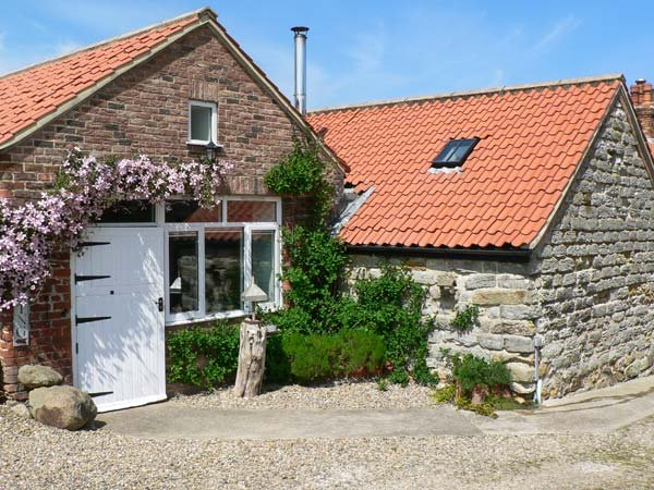 HOME FARM COTTAGE, all ground floor studio, woodburner, pet-friendly, near Filey, Ref 27322 - Image 1 - Filey - rentals
