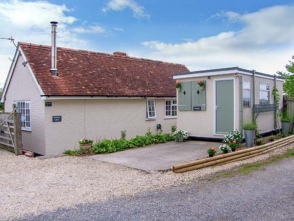 KEYBROOK LODGE, ground floor, enclosed garden, pet-friendly, WiFi, in West Orchard, Ref  917157 - Image 1 - Hartgrove - rentals