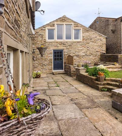 ASH TREE BARN, cosy, romantic base, great walking base, WiFi and Netflix, near Luddenden, Ref 918034 - Image 1 - Ogden - rentals