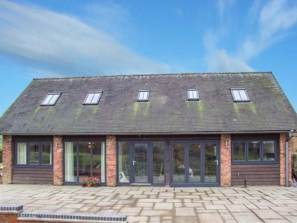 THE COATES, detached barn, en-suites, woodburning stove, in Wall-under-Heywood, Ref 918161 - Image 1 - Wall-under-heywood - rentals