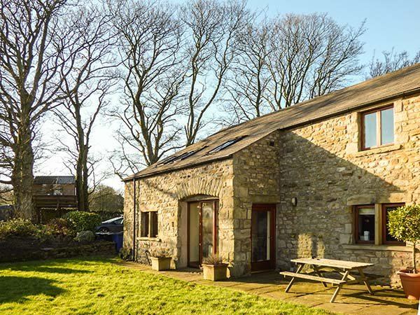 FOLD BANK, semi-detached barn conversion with WiFi, great for walking the - Image 1 - High Bentham - rentals