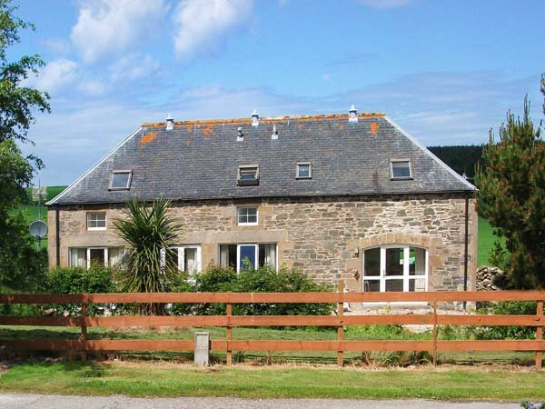 THE GRANARY, detached stone cottage in open countryside, WiFi, multi-fuel stove, near Buckie, Ref 919699 - Image 1 - Buckie - rentals