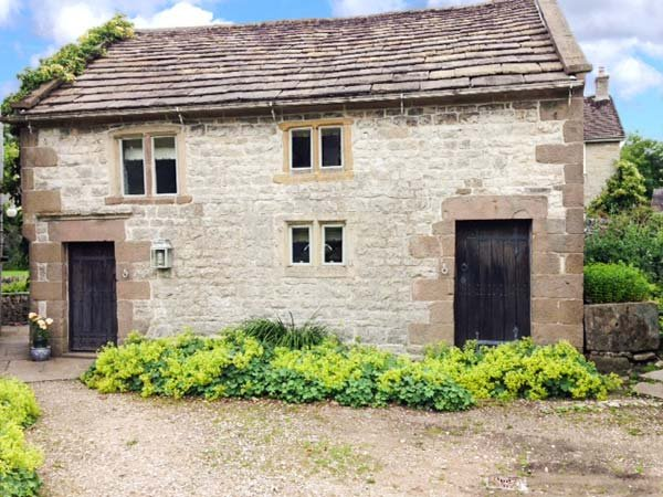THE STUDIO, fabulous stone-built cottage, woodburner, near Carsington Water, in Parwich, Ref 920314 - Image 1 - Parwich - rentals