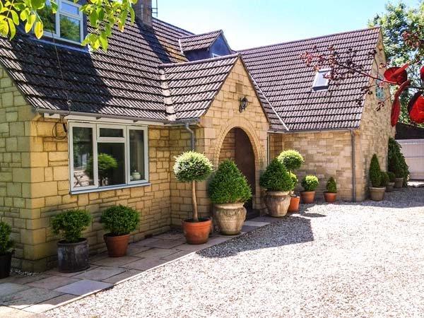 CORN MILL COTTAGE, beautiful single-storey studio with garden, WiFi, close renowned pub, Armscote Ref 921465 - Image 1 - Armscote - rentals