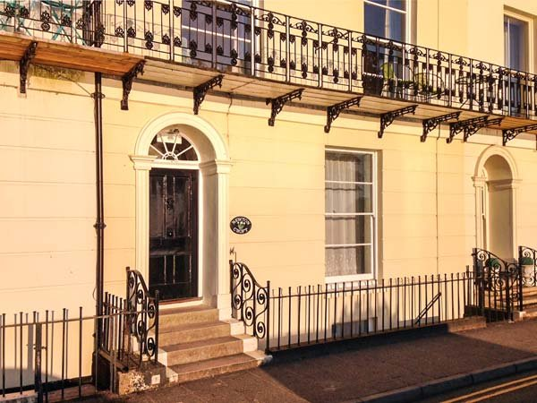 NEWTON'S CRADLE, lower ground floor apartment, WiFi, beach across the road, in Tenby, Ref 921689 - Image 1 - Tenby - rentals