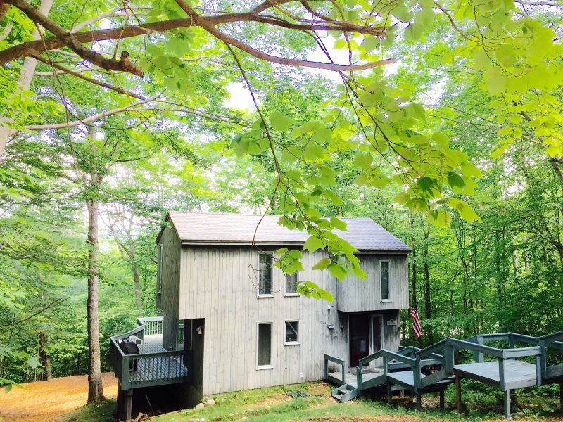 Waterville Estates Newly Renovated Vacation Rental sleeping 10 with passes to Recreation Center! - Image 1 - Campton - rentals