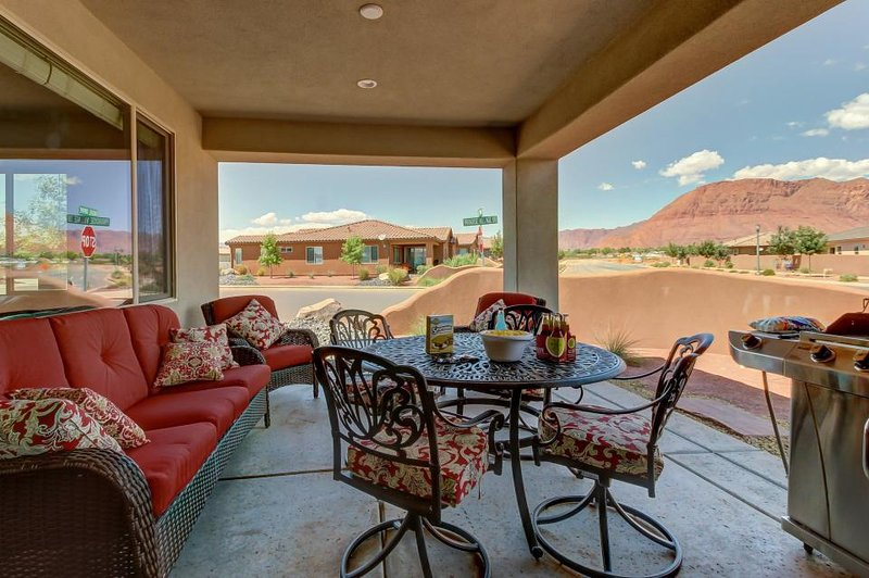 Mountain views, a private hot tub, and shared resort-style pools await! - Image 1 - Santa Clara - rentals