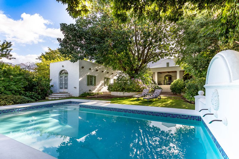 A lovely day at Le Villa Del Soleil (The house of the sun) and a nice warm saltwater pool.   - Le Villa Du Soleil - a luxury villa on main road - Franschhoek - rentals