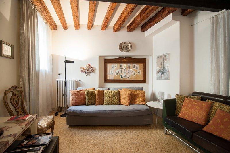 Living Room - GRANDIBEN, in a Gothic Palazzo SAVE 20% CARNIVAL feb.9th to feb 19th - Venice - rentals