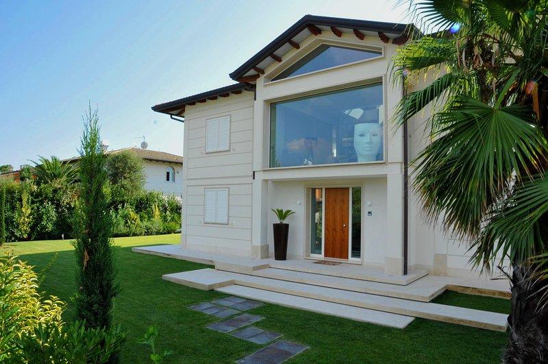 *LAST MINUTE* Villa Diamante near beach clubs - Image 1 - Forte Dei Marmi - rentals