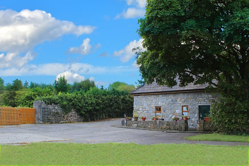 Front - Gated Private Parking - Traditional Irish Stone Cottage - Kilchreest - rentals