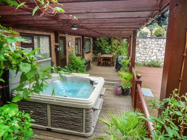 ACORNS, ground floor apartment, en-suite, decked area with hot tub, near - Image 1 - Holywell - rentals