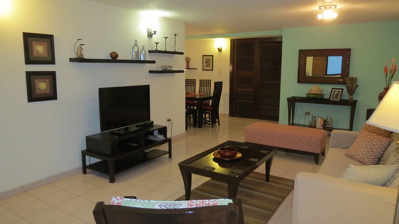 Living - Renovated Condo in the heart of Condado LagoonView - San Juan - rentals