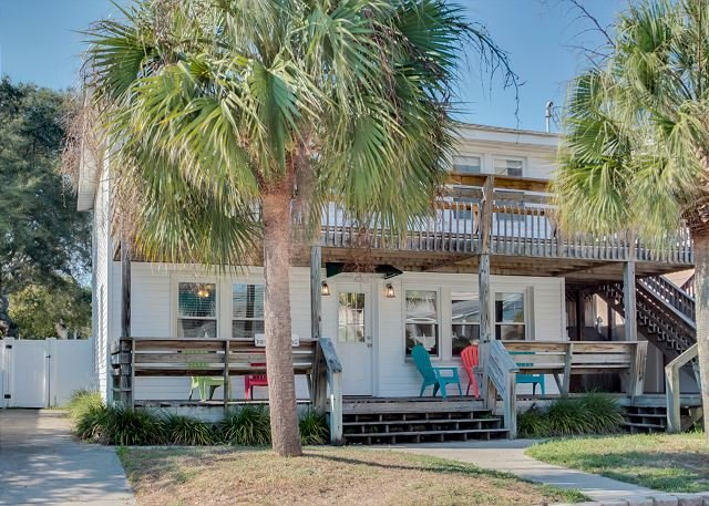 Front Of House - Newly Refurbished - 3rd Row, Beach House w/6 Bedrooms, 3 Bathrooms, Sleeps 17 - North Myrtle Beach - rentals