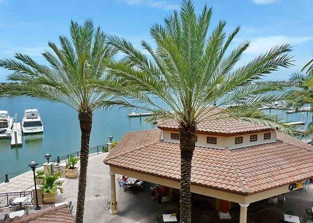 Luxurious Esplanade condo overlooking Smokehouse Bay - Image 1 - Marco Island - rentals