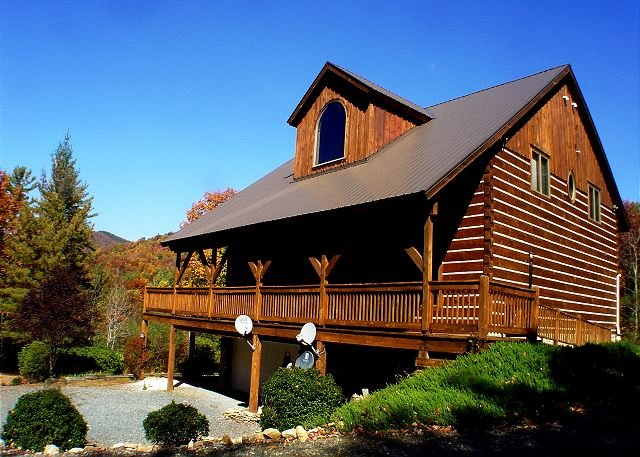 Spacious Log Cabin Near Parkway and Short Drive to Skiing - Image 1 - Deep Gap - rentals