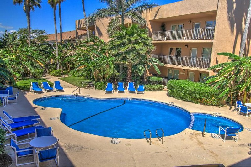 Ocean view condo, w/shared pool, hot tub, & prime location - Image 1 - South Padre Island - rentals