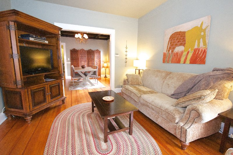 Quiet cozy apartment close to train & restaurants - Image 1 - Boston - rentals
