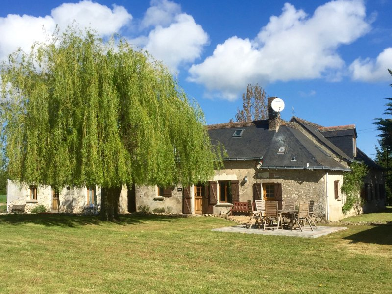 The south facing garden and property frontage at Loire Valley Gites - A luxury holiday Gite;Loire Valley France sleeps 8 - Meigne-le-Vicomte - rentals