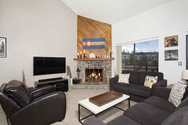 New Wide Screen Curved TV, Wood Fireplace and Room For Everyone! - SKI SEASON OPENS NOV 4th! Newly Renovated. Top-of-World Views. HOT TUB/Pool. Book NOW For Holidays! - Wildernest - rentals
