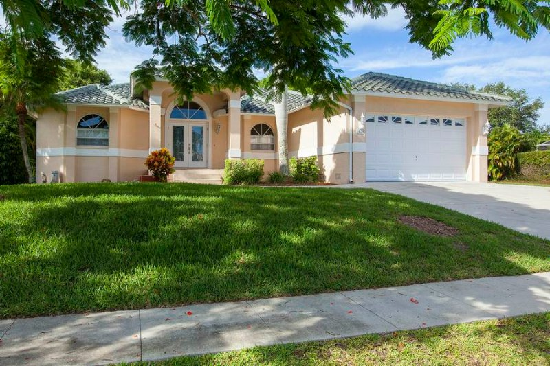 Welcome to 1049 Fieldstone - Fieldstone Dr - FIELD1049 - Only 1/2 Mile to Beach! - Marco Island - rentals