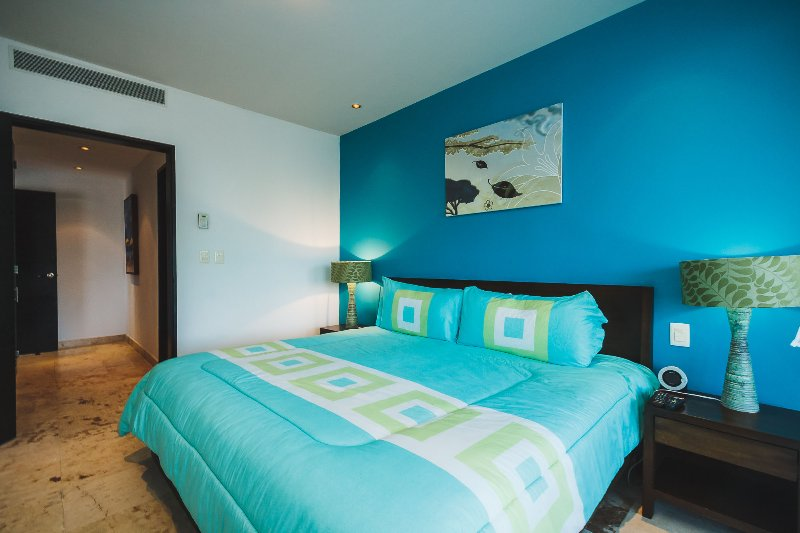 Master suite with king bed, ocean view and TV - Stunning Killer View Beachfront Retreat - Castillo - Playa del Carmen - rentals