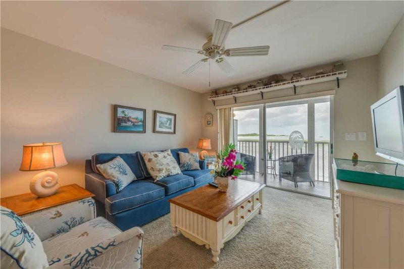 Castle Beach 105, 2 Bedrooms, Gulf Front, Elevator, Heated Pool, Sleeps 6 - Image 1 - Fort Myers Beach - rentals