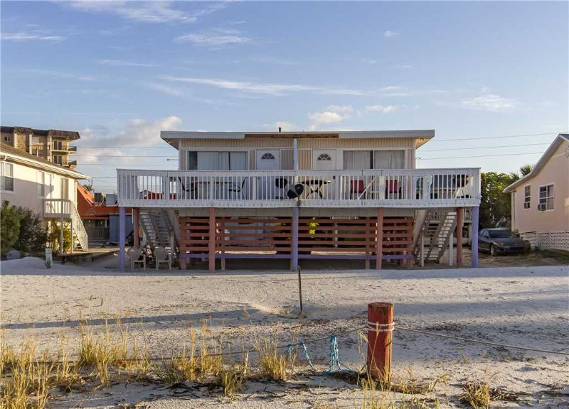 Sunswept Cottage N, Gulf front, 1 Bedrooms, WiFi, Sleeps 4 - Image 1 - Fort Myers Beach - rentals