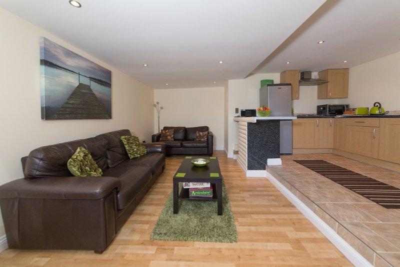The Lodge located in Ventnor, Isle Of Wight - Image 1 - Ventnor - rentals