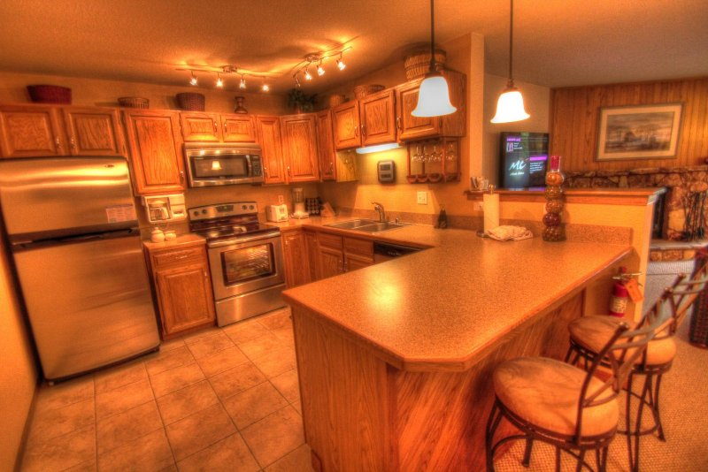 """SkyRun Property - """"204 Snowdance Manor"""" - Kitchen - The newly remodeled kitchen is perfect for cooking all of your meals at home. - 204 Snowdance Manor - Keystone - rentals"""