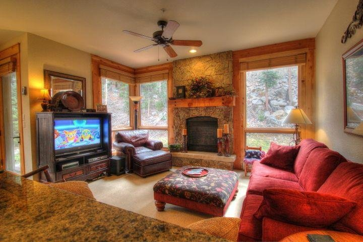"""SkyRun Property - """"6532 Settlers Creek Townhomes"""" - Living Room - The spacious living room features a natural stone gas fireplace and a flat screen TV. - 6532 Settlers Creek Townhomes - Keystone - rentals"""