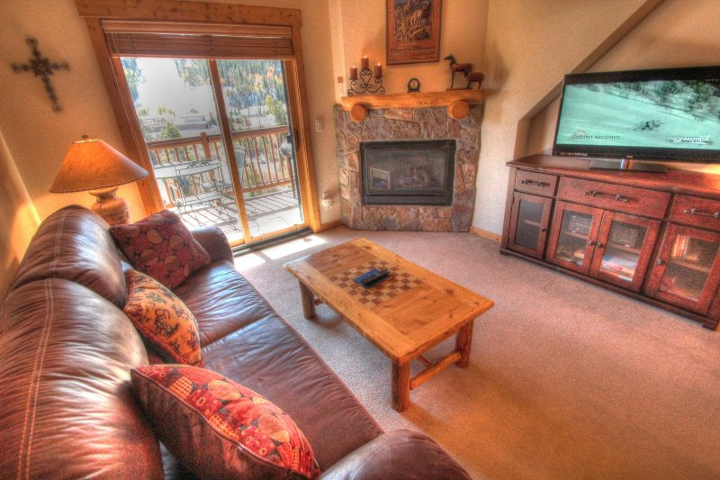 "SkyRun Property - ""2674 Tenderfoot Lodge"" - Living Room - Gather around the roaring gas fireplace after a long day on the slopes. - 2674 Tenderfoot Lodge - Keystone - rentals"