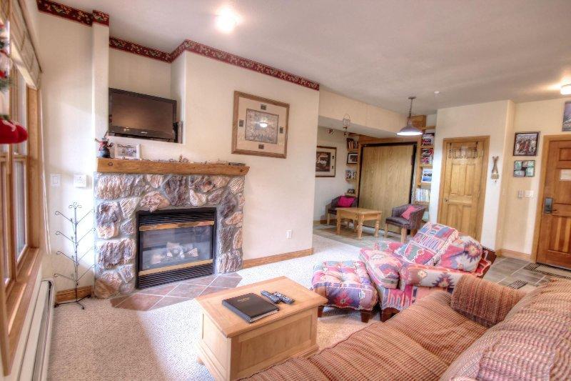 """SkyRun.com Property - """"5949 Hidden River Lodge"""" - Living Room - 5949 Hidden River Lodge - Keystone - rentals"""