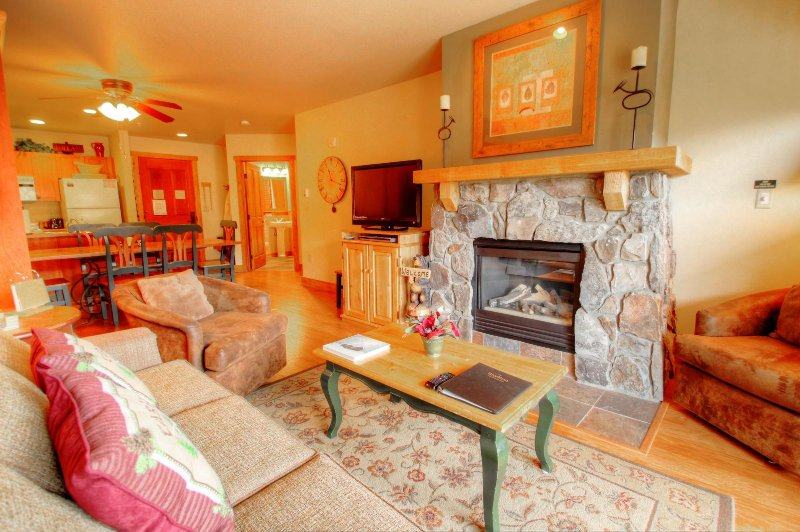 "SkyRun Property - ""2296 at Red Hawk Lodge"" - 2296 Red Hawk Living Room - 2296 at Red Hawk Lodge - Keystone - rentals"