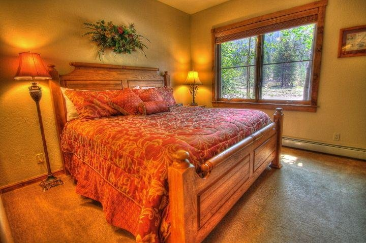 """SkyRun Property - """"1856B The Seasons"""" - Bedroom with a veiw - Minutes to the slopes, affordable luxury. - 1856B The Seasons - Keystone - rentals"""