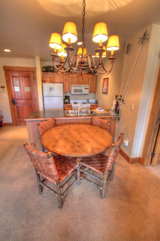 """SkyRun Property - """"8843 The Springs"""" - Kitchen & Dining Area - 8843 The Springs - Keystone - rentals"""