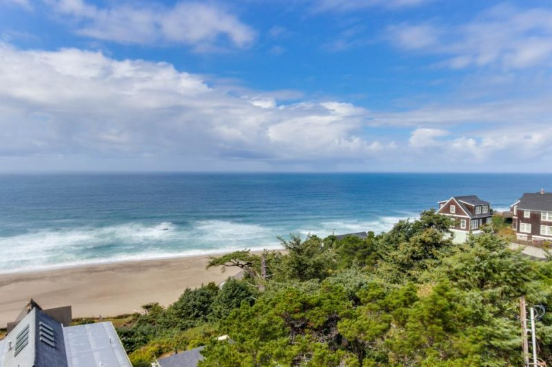Upper-floor oceanview studio perfect for couples - dogs allowed! - Image 1 - Lincoln City - rentals