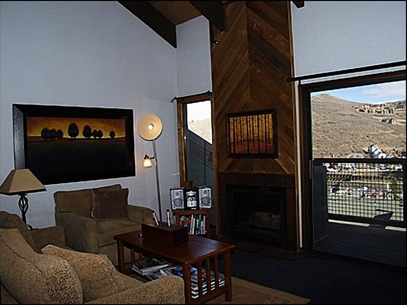 Living Room - Comfortable Furnishings, Views of Old Town - Beautiful Views of Old Town - Walk to Historic Main Street  (1157) - Park City - rentals