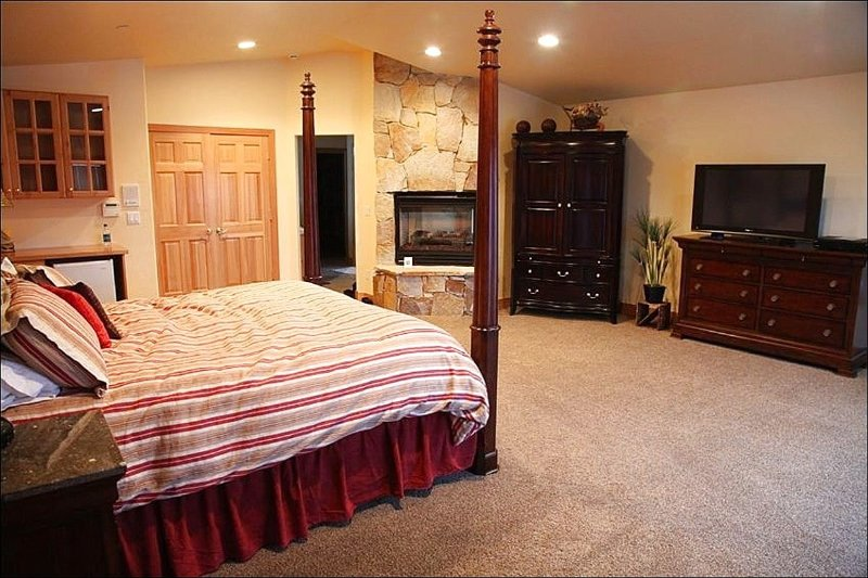 Master Bedroom has a King Bed and Stone Fireplace - Delightful Mountain Home - Luxury Home in Quiet Neighborhood (11788) - Park City - rentals