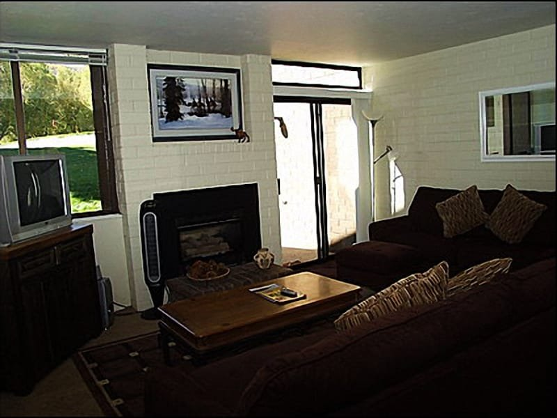 Living Room - Gas Fireplace, Patio Access, Comfortable Furnishings - Overlooks Golf Course - Spacious Layout (1334) - Park City - rentals