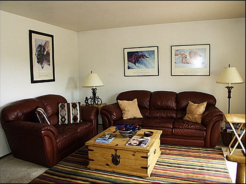 Living Room - Quiet Neighborhood - Updated Townhome with a Golf Course View (1502) - Park City - rentals