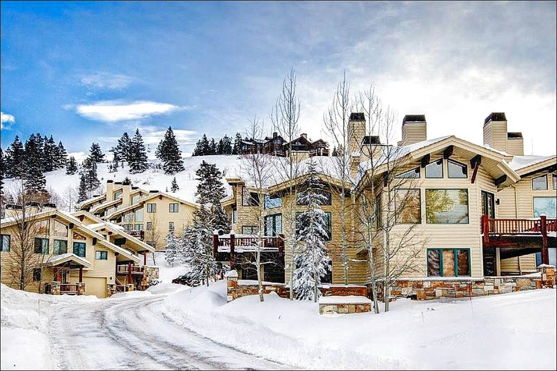 Stunning Complex Exterior - Spacious with Rustic Elegance - Exquisite Mountains Views (24443) - Park City - rentals