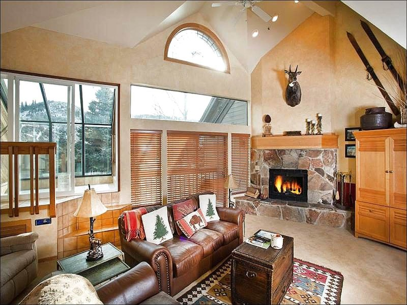 Living Room has Vaulted Ceilings and a Wood Burning Fireplace - Walk to the Free Shuttle Stop - Views of Bald Eagle Mountain (24499) - Park City - rentals